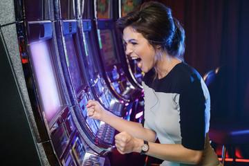 จ่ายจริง100% มีเกมมากกว่า 200 เกม โปรโมชั่นแน่นๆ เล่น สล็อตออนไลน์ Pussy888